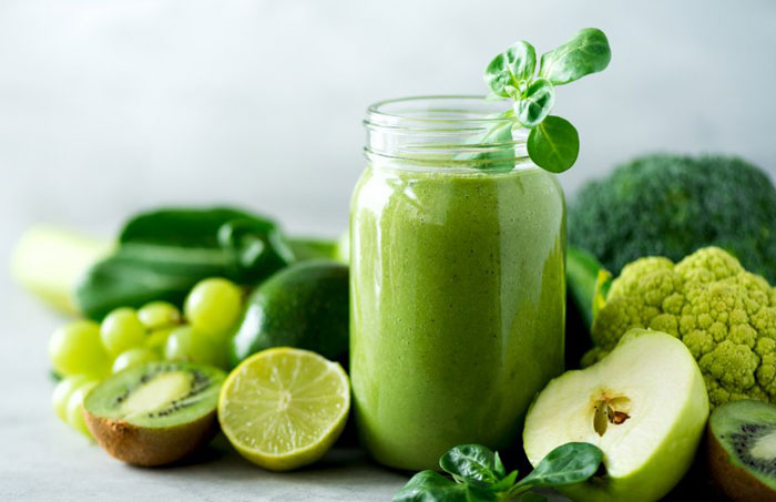 Read more about the article How About ِDrinking Your Greens? Juicing Is the Way to Go