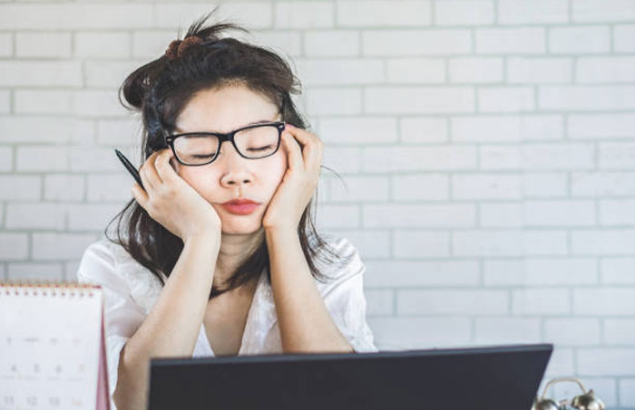 Read more about the article Why you feel sleepy even when you've enough sleep