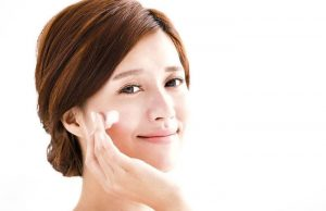 Read more about the article Avoid these 12 common skincare ingredients